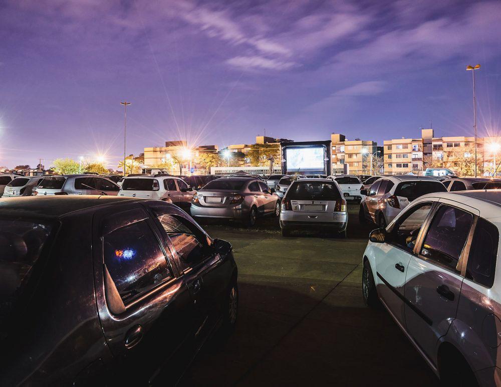 Profitez d'une séance de cinéma drive-in dans votre voiture